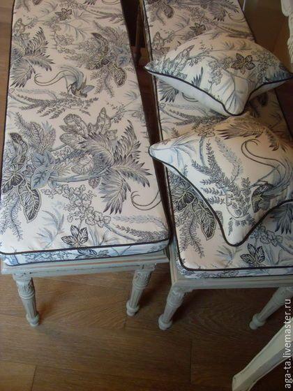 Подушки поролоновые с чехлами. Для скамеек, плетеной мебели, для табуретов и стульев. На фото подушки `сидушки` (внутри поролон)  и декоративные подушки (внутри холлофайбер).
