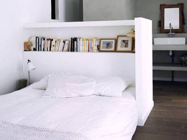 Une semi cloison en tête de lit