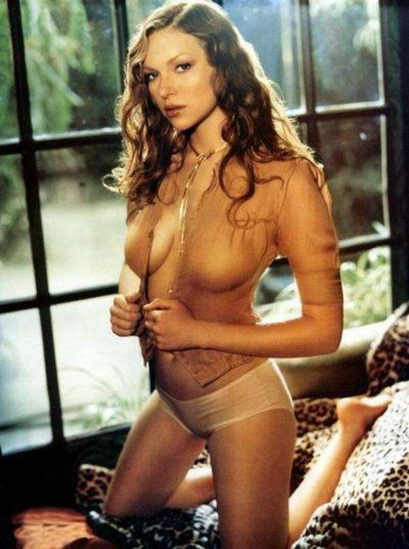 Top 10 Sexiest Swimwear And Bikini Pictures of Laura Prepon
