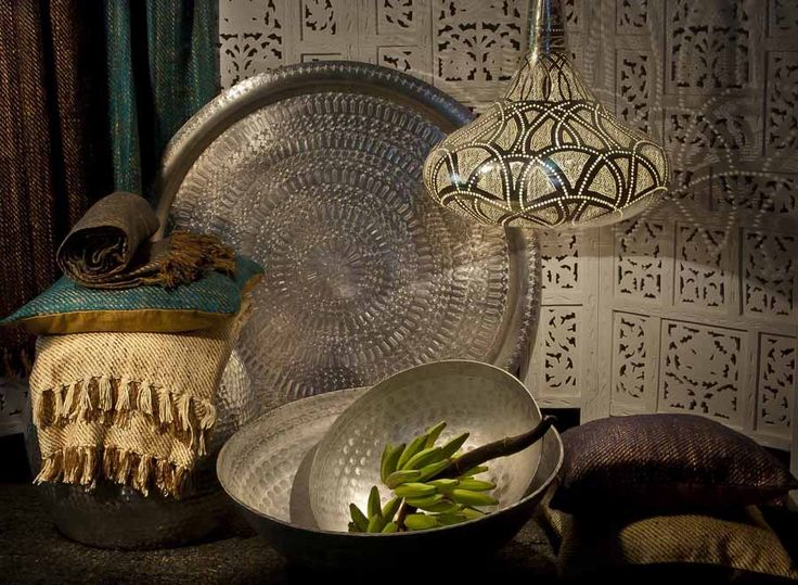 Dekoration im orientalischen Stil. Orientalische Lampen, Orient Tabletts, Marokko Möbel und mehr.