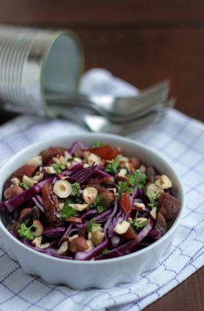 Søndag er lig med rester og nem mad herhjemme! Salaten her tager cirka lige så lang tid, som det tager at varme en rest mad i mikroovnen – lad os sige enebærgryde (: (den fylder lige pt. i min fryser…Uhmm) Kom enebærgryden i mikroovnen og tænd. Frem med bræt og kniv – snit, hak, skær.Frem...Læs Mere