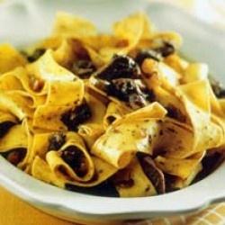 Una ricetta golosa, dai pochi ingredienti e non troppo complicata. Questo primo piatto tipicamente toscano richiede un po' di tempo a disposizione ma può trasformarsi in un piatto unico davvero prelibato.