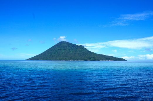 Manado Tua: Bunaken is one of the five islands in the Bunaken National Marine Park. (Photo by Indohoy)