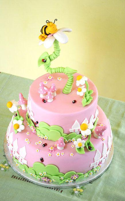 Bee Cake - by nancyscake @ CakesDecor.com - cake decorating website