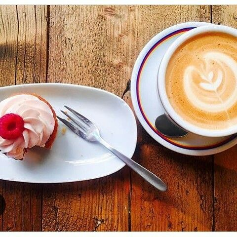 Searching for the perfect place in Florence to have great coffee and relax for a bit? Ditta Artigianale has two trendy cafès in Santa Croce and the Oltrarno, where you can taste one of the best #espresso in town, along with other delicious drinks and homemade meals! #Discounts for our guests, find out more on our #App!  #apartmentsflorence #apartment #florence #firenze #caffè #coffee #florencetoptip #bestespresso #italy