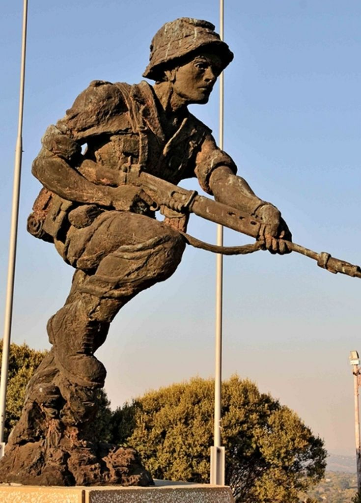 Klapperkopfort - Pretoria This statue of a soldier holding a R1 rifle, was erected in memory of all members of the South African Defence Force who lost their lives serving their country. The individuals who have lost their lives are honored with an inscription on a number of marble plaques mounted around the statue.