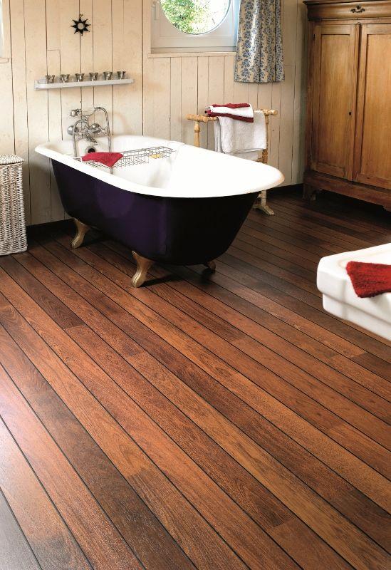 Houten vloer in de badkamer  Quick step vochtbestendige laminaat