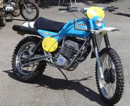 Moto KTM 400 enduro gros mono bel ailetage -monocylindre-deux-temps-refroidissement-à-air-graissage-par-mélange-cadre-double-berceau-freins-à-tambour-simple-came- jantes alu, pneus et gudon cross