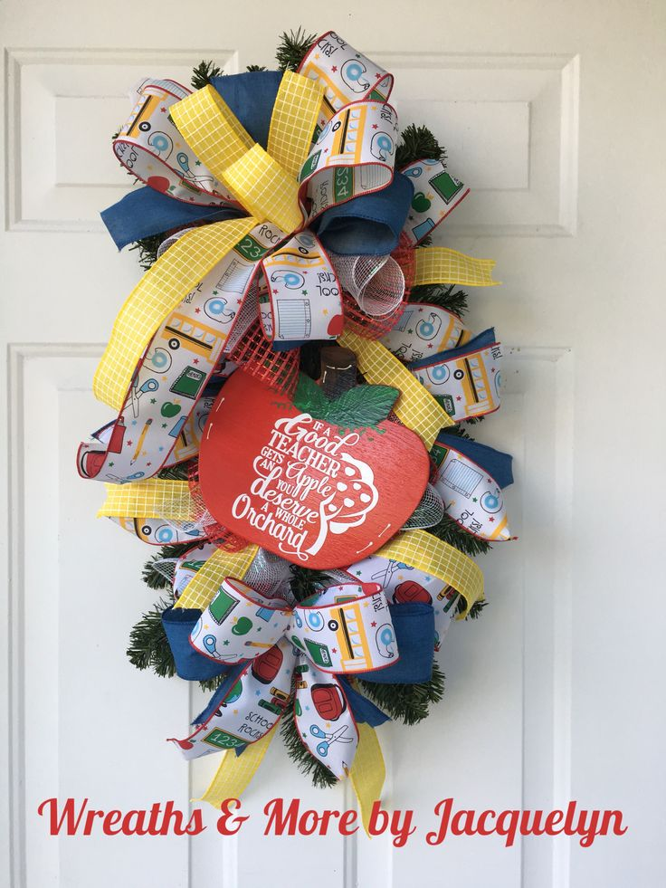 Teacher Door Decor, Apple Teacher Decor, Teacher Wreath, Teacher Swag, Teacher Party Decorations, Teacher Christmas Gifts, Regalos Para Maestro Maestra, Decoraciones