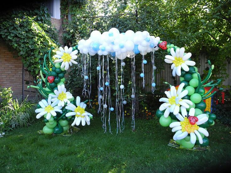Rain cloud and flower balloon arch baby shower for Bed decoration with flowers and balloons