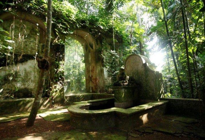 My secret garden tropical style bawa house 87 bentota for House garden design sri lanka