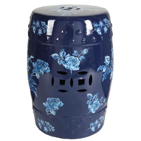 Керамический столик-табурет Garden Stool Belliza  креативный предмет интерьера, покрыт  глазурью, декорирован голубыми  розами. Данный аксессуар может пригодиться как столик, табурет и как изящный,  необычный  предмет декора.             Метки: Мягкие табуреты, Табуреты для кухни.              Материал: Керамика.              Бренд: DG Home.              Стили: Лофт, Поп-арт.              Цвета: Синий.