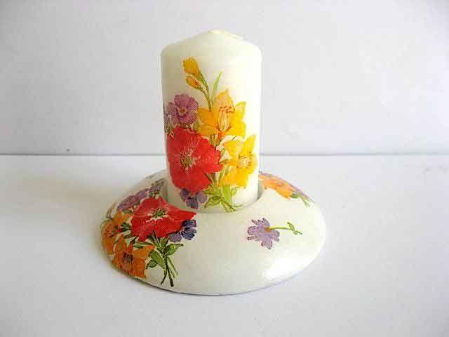 #Flori #campenesti, #suport #lumanare ipsos si lumanare #handmade. Produs #lucrat #manual  categoria #decoratiuni #casa si #gradina. Articolul are ca design un #model #floral in #culori #vii: #mov, #portocaliu, #galben, #rosu si #verde pe un #fundal #alb. http://handmade.luxdesign28.ro/produs/flori-campenesti-in-culori-vii-suport-lumanare-ipsos-si-lumanare-handmade-21797/