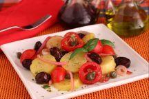 L'insalata Pantesca è un piatto freddo  siciliano, tipico dell'isola di Pantelleria, a base di patate lessate, pomodori, cipolle, olive nere, origano e gli immancabili capperi, originari dell'isola stessa. L'insalata pantesca racchiude i profumi e i sapori dei prodotti della propria terra: le dolci e croccanti cipolle rosse, l'aromatico e pungente origano, le gustose olive così come i pomodorini, vengono mischiati ad un' ingrediente, vanto dell'isola: i capperi di Pantelleria.