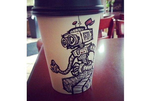 コーヒー紙コップ。まっ白でちょっと寂しい。デザイナMiguel A.Cardona Jrはカップにグラフィティアートを描いてます。アートなカップたち。こんなかっこいいカップで...