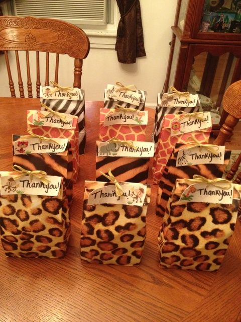 Favors at a Jungle Party #jungleparty #favors