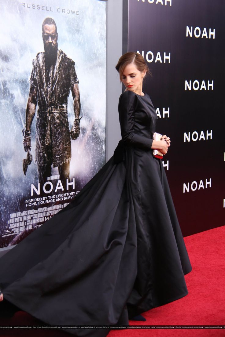 "Emma Watson - ""Noah"" NYC premiere (26.03.2014). She is wearing an Oscar de la Renta dress, Christian Louboutin shoes, a Roger Vivier bag, an Ana Khouri earring on her left ear and a Ginette NY earring on her right ear, Jennifer Fisher hair jewels, an Aurelie Bidermann cuff, and rings by Jennifer Meyer and WWake."