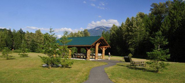 Thompson Regional Park is a 3 hectare park that serves as a focal point for recreational activities in the Chilliwack River Valley. A short trail with informative signs circles a salmon enhancement project.