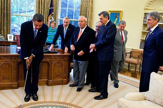 El golf, asunto de estado en la política norteamericana. William Howard Taft fue el vigésimo séptimo presidente de los Estados Unidos (1909-1913) y el primero que comenzó a jugar al golf. Desde entonces, este particular deporte ha sido el pasatiempo favorito de los presidentes estadounidenses, aunque ninguno ha sido tan criticado como Barack Obama por practicarlo. - See more at…