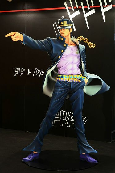 「ジョジョの奇妙な冒険」の空条承太郎とDIO等身大フィギュアがドドドドド - GIGAZINE