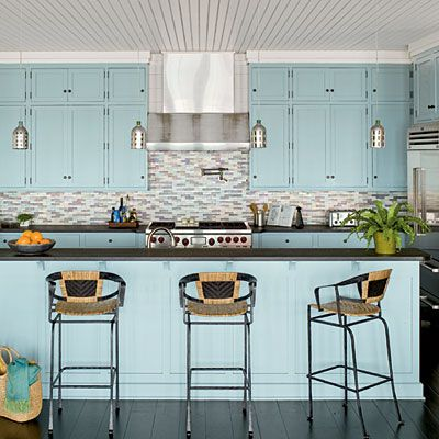 DECORATING THE KITCHEN WITH BLUE