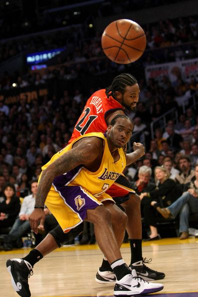 Ronny Turiaf #21 of the Golden State Warriors and Josh Powell #21 of the Los…
