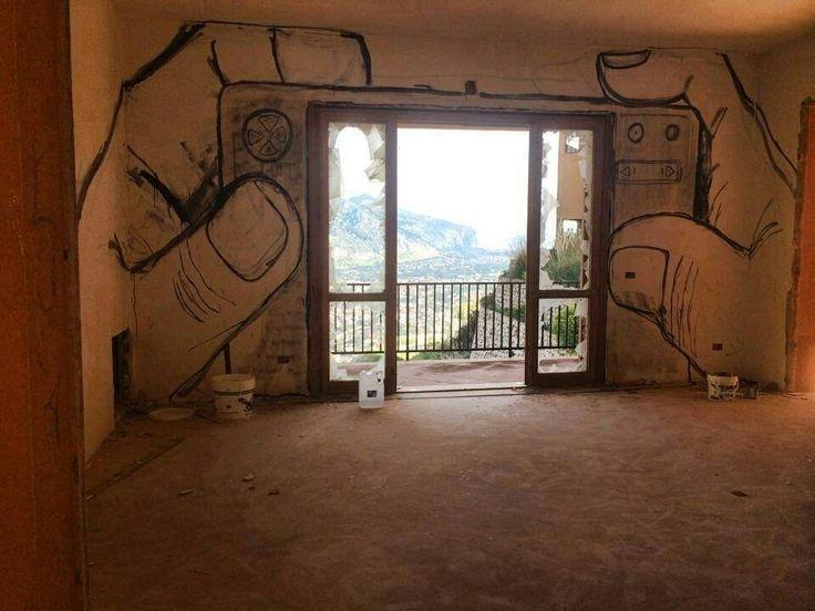 Оформление стены у окна
