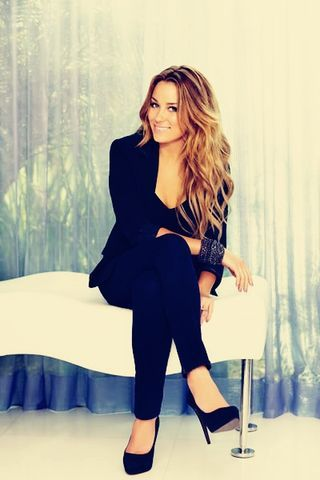 I can't wait till my hair gets this long again... she is beautiful and her hair is always gorgeous!