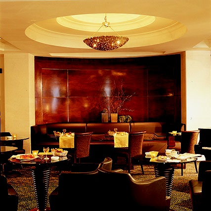 PORTFOLIO STUDIO SIMONETTI: Grand Hotel Excelsior_ American Bar, architectural project of interiors (credits Robert Emmet Bright e Alessandro de Crignis) #grandhotelexcelsiorcatania #studiosimonetti #interiordesign #hoteldesigner