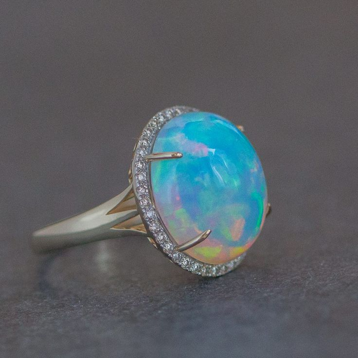 Precious opal , gold diamonds 3999 €