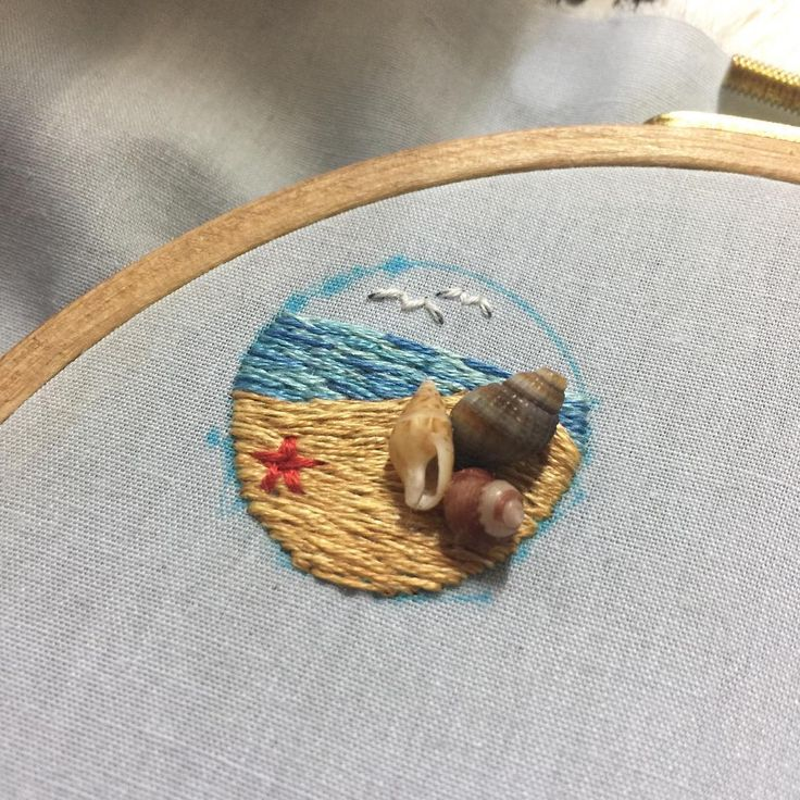 "90 Likes, 4 Comments - 메이 (@may_lindo_) on Instagram: ""버튼 브로치가 될 바다🐚🌊 #손자수 #자수 #자수타그램 #핸드메이드 #수공예 #자수브로치 #브로치 #뱃지 #바다 #조개 #소라 #handmade #embroidery"""