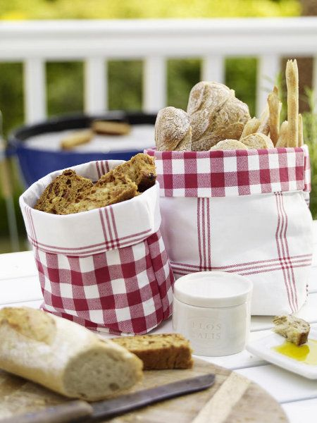 Summer BBQ Decorating Ideas   21 table decoration ideas for a summer garden party and easy DIYs