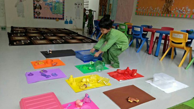 Colorful square sorting activities #islamic #kindergarten #al-haamidiyah #southjakarta #jagakarsa