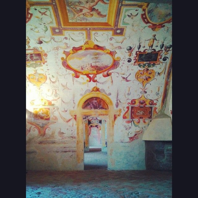 #Doors #perspective game through an #arched #wall  decorated with #Renaissance #grotesque in #Castello di #Torrechiara,  a place to visit! #historical #castle #grotesque #historic #middleage #room #rinascimento #medioevo #dipinto #storico #Italy #Italia #Parma
