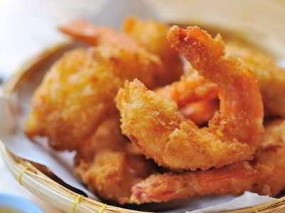 Udang Goreng Tepung - Simak panduan cara membuat video resep udang goreng tepung roti panir beras tempura renyah saus mayonaise telur asin ncc ala duck king paling crispy disini.