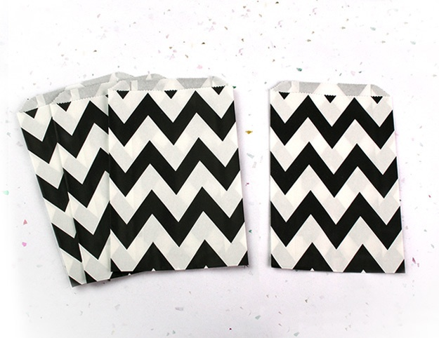 12 Zwarte chevron papieren zakken