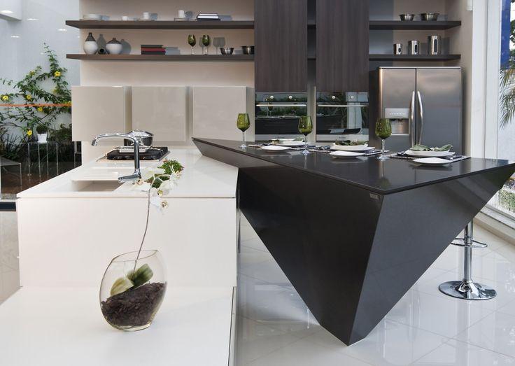 Benkeplate / Kjøkkenøy fra Silstone, Carbon.  Kjøp den hos Naturstein Montering AS, 3531 Krokkleiva