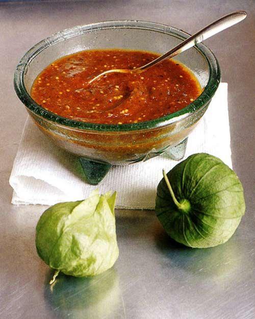 Smoky Chipotle Salsa with Pan-Roasted Tomatillos Recipe || http://leitesculinaria.com/1075/recipes-chipotle-salsa-roasted-tomatillos.html