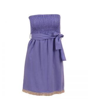 Φόρεμα στράπλες σε μοβ χρώμα.