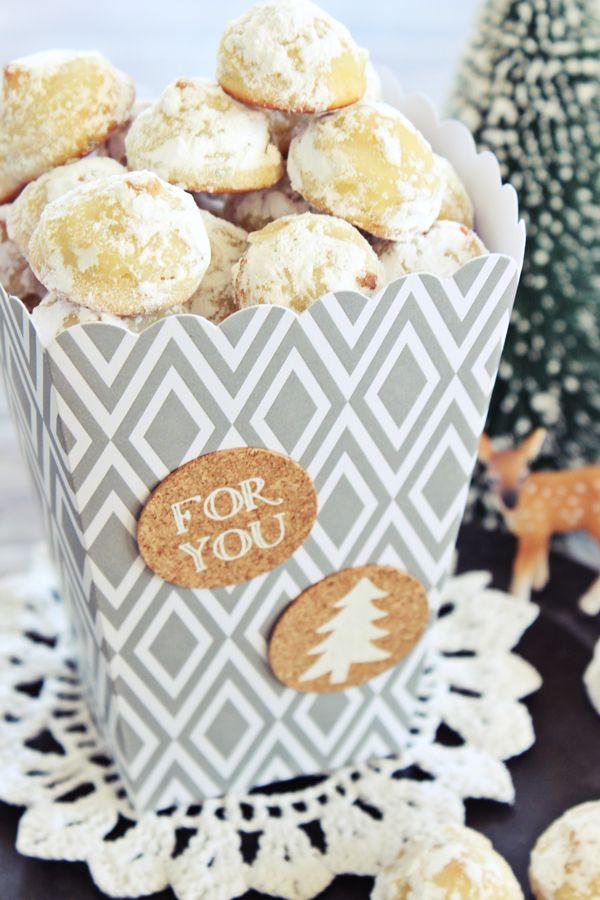s'Bastelkistle: Weihnachtsbäckerei: Marzipan Vanille Hügel mit weißer Schokolade