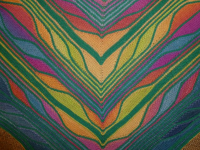 Beautiful striped shawl made only with short rows - no color-knitting skills…