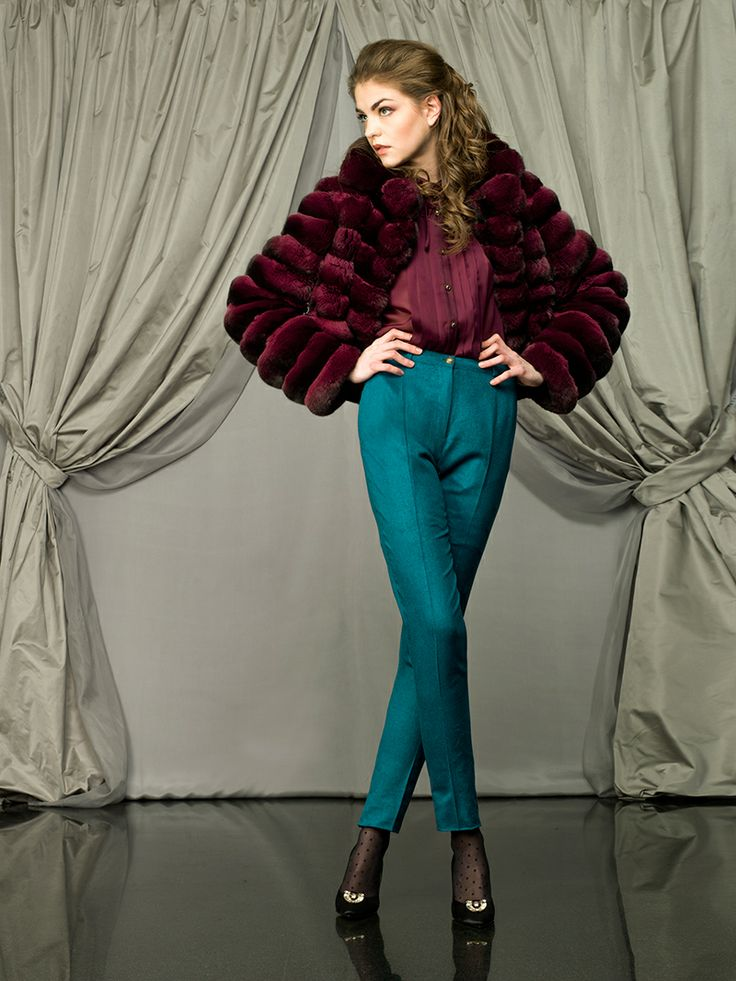 A chinchilla fur burgundy jacket and a silk burgundy blouse with jewel buttons for #Larusmiani woman. The perfect match: #handmade cashmere, chinchilla and silk high-waist trousers. #luxury #fashion