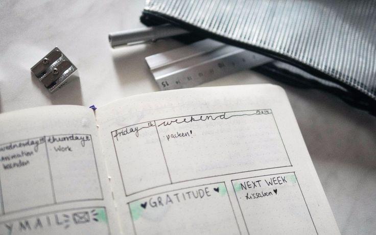 Nach der digitalen Welle von Produktivitäts- und Planungsapps, kehrt der neue Trend zum Analogen zurück: das Bullet Journal. Mit nur Stift und Papier soll die eigene Produktivität auf ein nächstes Level gehoben werden – ob das funktioniert?