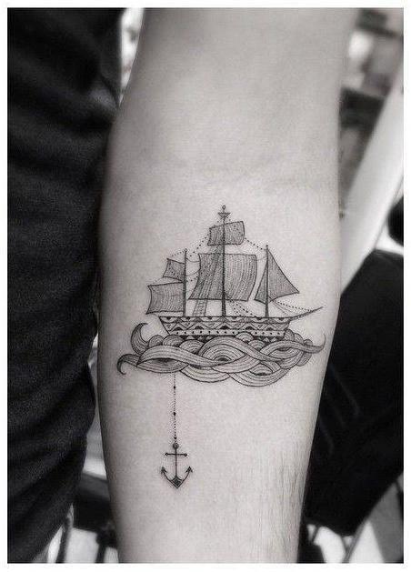 Bonito y esmerado tatuaje de inspiración marina