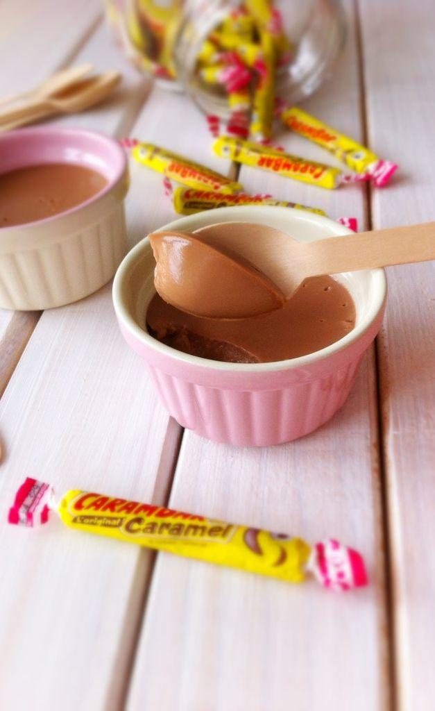 Cette recette ci me fait de l'oeil depuis un petit moment, c'est avec regret que je goûte cette crème, regret de ne pas l'avoir réalisé plutôt ! C'est une petite bombe, super simle à faire à vrai dire le plus dur c'est l'étape de déballage des carambar...