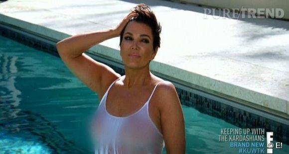 PHOTOS - Kris Jenner et ses concours de t-shirt mouillé en solo. Elle n'a pas froid aux yeux et n'a pas peur de mettre ses enfants mal à l'aise