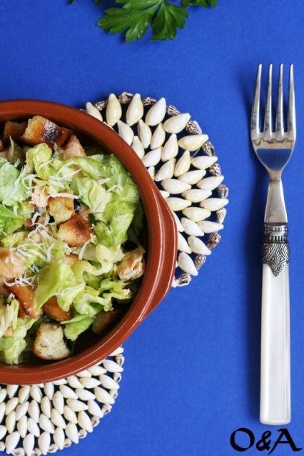 Oggi affrontiamo il caldo pranzando con una speciale Caesar Salad con #MielbioLimone di @Olioeaceto!