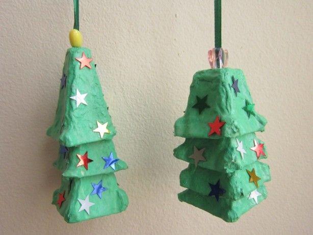 kerstboomhangers van eierdozen