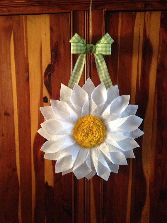 White Daisy Door Hanger/Wreath by BlueKoalaCrafts on Etsy