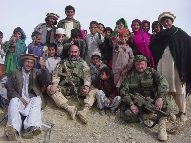 Afghanistan #SpecialForces #GreenBeret with Children in #Afghanistan 2002.  #SpecialOperator #USSOCOM #USSoldiers #ArmyRangers